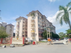 For Sale : LEVEL 1 Apartment Latan Biru Kota Damansara with Kitchen Cabinet  Details ====== + Level 1 (With Lift) + Leasehold + Bumi Lot + Built-up Area : 806 sqft + 3 Bedrooms & 2 Bathrooms + Basic Reno : Grills, Kitchen Cabinet, Tiles at Kitchen, Built-In Wardrobes, Ceiling Fans, Lightings & Etc. + Maintenance Fee : RM130 + Tenanted Malay Family (RM900) + 1 Car Park Lot . Amenities ======== + SMK Seksyen 8 Kota Damansara, SMK Seksyen 10 Kota Damansara, SK Seksyen 9 Kota Damansara, SRA Kota Damansara + Surau Ad-Duha + The Strand, One Utama, The Curve, Sunway GIZA + Tesco, Ikea, Giant . Accessibility ========= + Easy Access to Highway LDP, Sprint, Penchala Link, NKVE, DASH + Easy Access to Kota Damansara, Bandar Utama, Tropicana + KTM Sg Buloh, MRT Sg Buloh, MRT Kwasa Damansara  ===================== Asking Price : RM275,000 (Nego) ===================== . Please call/wassap for information & viewing arrangement  017-346 5057 Abdullah [PEA 1725] 017-933 2952 Ashikin [PEA 1439] www.wasap.my/60173465057  Rescom Realty VE(3)0244 * First Come First Serve * Refund Booking fee if loan not Approved * Free Housing Loan Consultation & Services  Happy To Serve You!