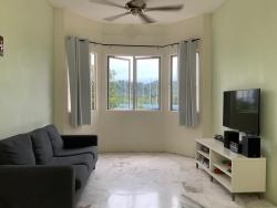 CORNER UNIT / FULLY FURNISHED  Apartment Desaminium Flora ,Seri Kembangan